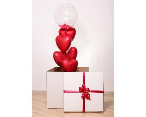Коробка-сюрприз на 14 февраля с красными сердцами
