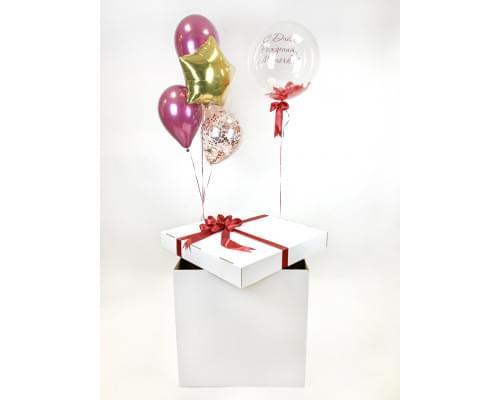 Коробка с воздушными шарами и красной подарочной лентой